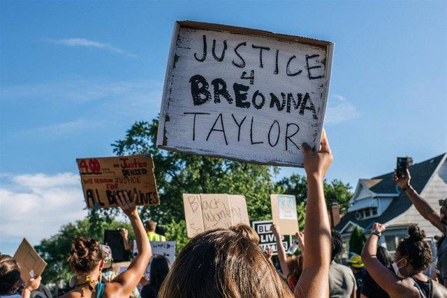 Manifestación por la muerte de Breonna Taylor en Luisville, Kentucky