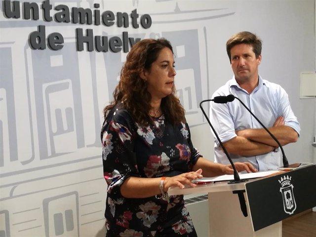 La viceportavoz del Grupo Municipal de Ciudadanos (Cs) en el Ayuntamiento de Huelva, Noelia Álvarez, ofreciendo una rueda de prensa