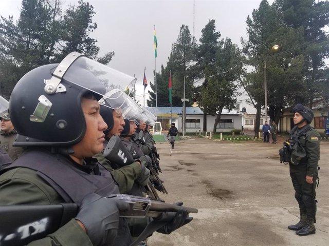 Policías antidisturbios en Bolivia