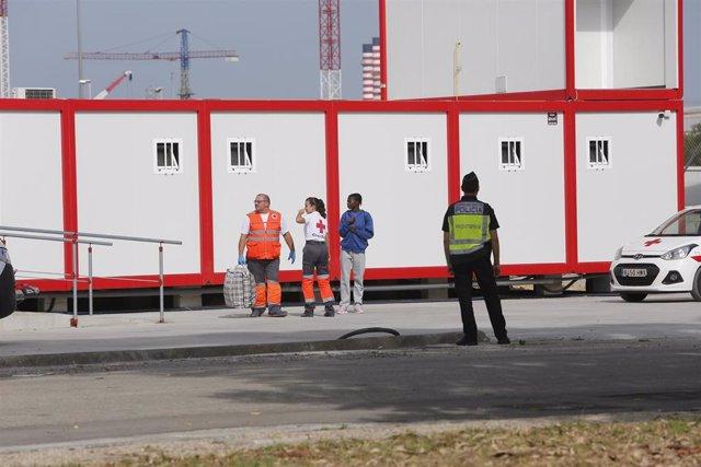 Imagen de recurso de migrantes siendo atendidos por Cruz Roja.