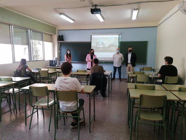 Alumnos acuden a clases preparatorias de la EBAU.