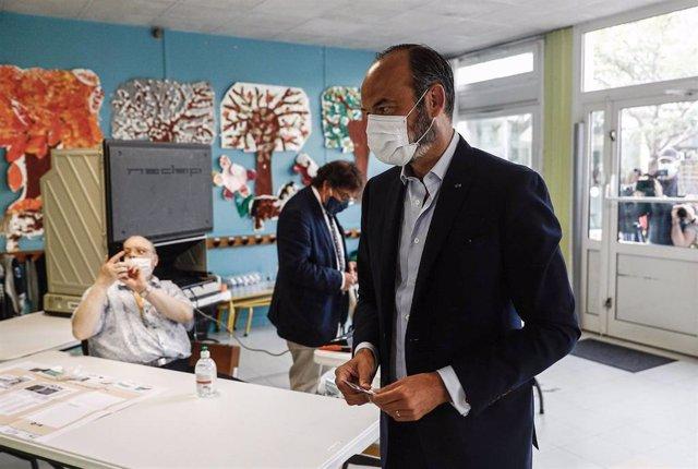 El primer ministro francés Edouard Philippe votando en las municipales en El Havre