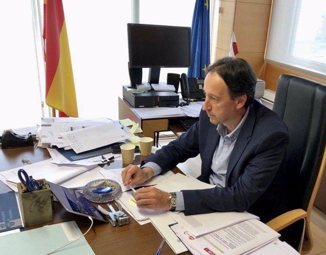 El consejero de Obras Públicas, Ordenación del Territorio y Urbanismo, José Luis Gochicoa