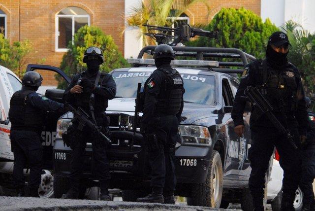 La Comisión Nacional de Derechos Humanos de México (CNDH) ha solicitado este lunes al gobierno del estado de Guerrero la adopción de medidas para evitar violaciones de derechos humanos, después de los enfrentamientos entre policías comunitarios y perso