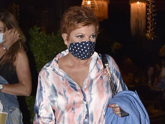 Terelu Campos sale de un restaurante tras disfrutar de una relajada cena con su hermana Carmen
