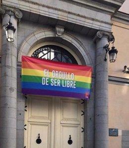 Vicepresidencia de la Comunidad de Madrid luce una bandera LGTB