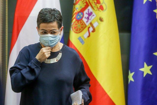 La ministra d'Afers Exteriors, Unió Europea i Cooperació, Arancha González Laya, després de rebre el seu homòleg, el ministre d'Afers Exteriors neerlandès, Stef Blok, al palau de Viana, Madrid (Espanya), 25 de juny del 2020.