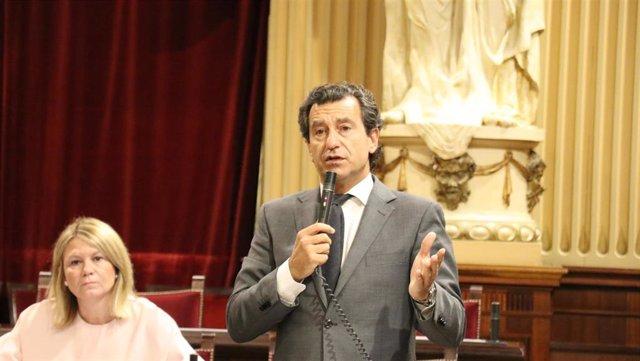 El portavoz del PP, Biel Company, en el pleno del Parlament.