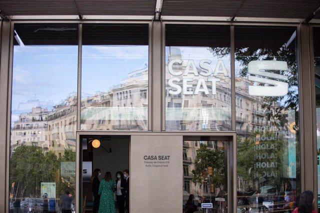Entrada a la Casa Seat durante su inauguración institucional en la que la empresa automovilística ha presentado sus últimas novedades de movilidad urbana, en Barcelona, Catalunya (España), a 16 de junio de 2020.