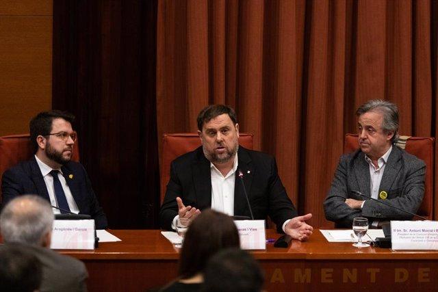 L'exvicepresident de la Generalitat Oriol Junqueras (centre), al costat del vicepresident de la Generalitat, Pere Aragonès (esquerra) i Antoni Morral (dreta).