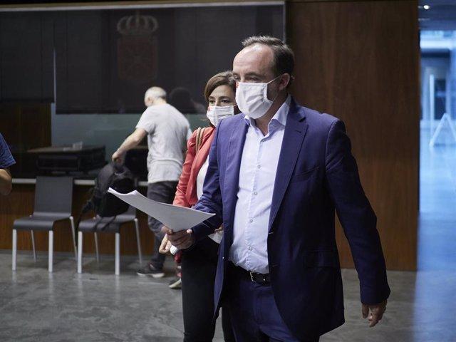 El portavoz de Navarra Suma, Javier Esparza, en la Junta de Portavoces en el Parlamento de Navarra este lunes, 29 de junio de 2020.