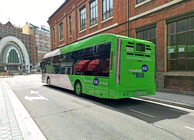 Uno de los autobuses urbanos de Auvasa.