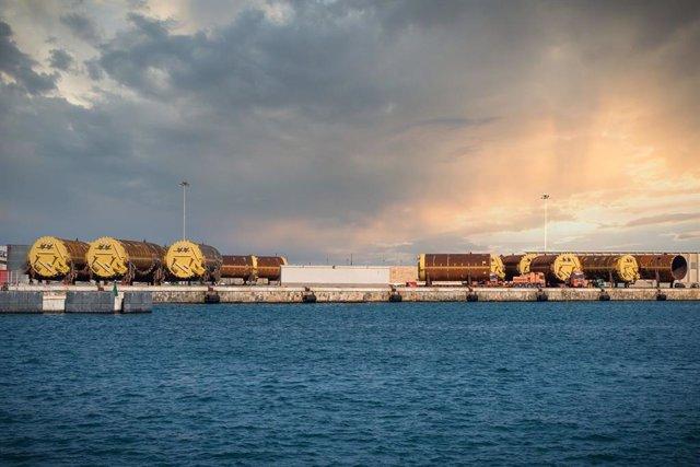 Varias de las piezas de gran tonelaje en el muelle de Aragón del Port de Tarragona