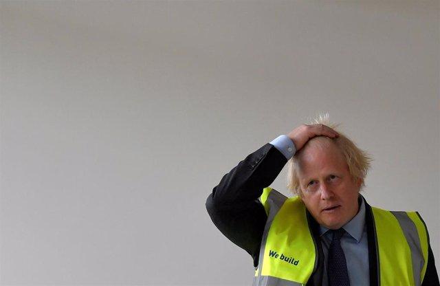 Boris Johnson en un acto con estudiantes de diez años en un centro educativo de Londres
