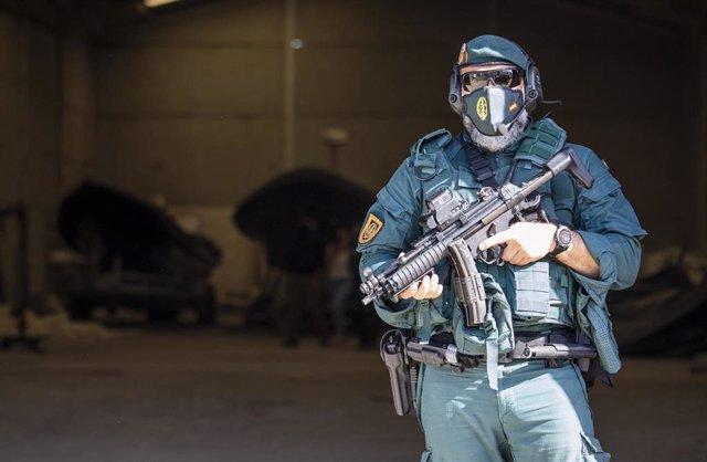 Imagen de archivo de un agente de la Guardia Civil en una operación contra el narcotráfico