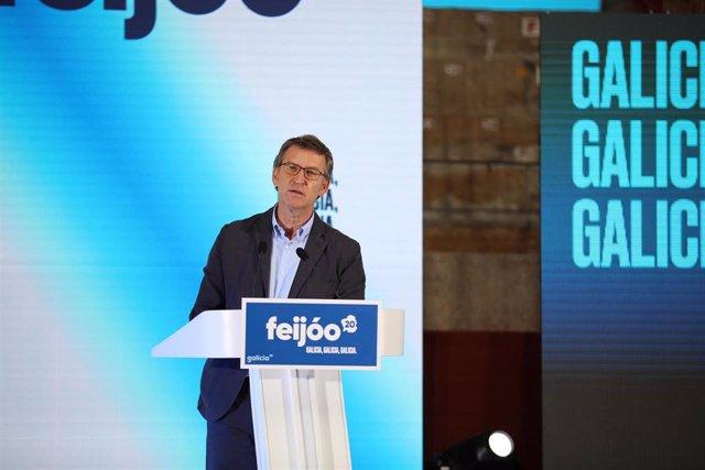 El presidente y candidato a la Xunta de Galicia, Alberto Núñez Feijóo, interviene en la clausura del acto de campaña del Partido Popular celebrado en la plaza de toros de Pontevedra, Galicia, (España), a 27 de junio de 2020.