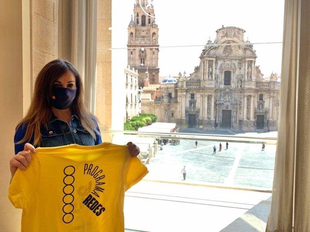 La concejala de Juventud del Ayuntamiento de Murcia, Rebeca Pérez, durante la presentación de la programación de 'Redes para el tiempo libre'