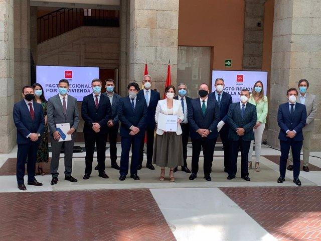 Presentación en la Real Casa de Correos del Pacto Regional por la Vivienda