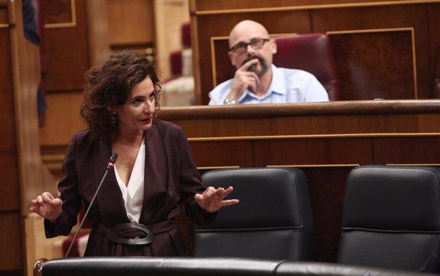 La portavoz y ministra de Hacienda, María Jesús Montero, interviene  durante una sesión plenaria de control al Gobierno en el Congreso