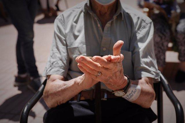 """El Papa lamenta que """"tantos ancianos"""" sean """"alejados de sus familias"""" como """"mate"""