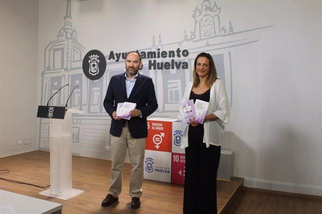 Pepa Fernández junto a María José Pulido.