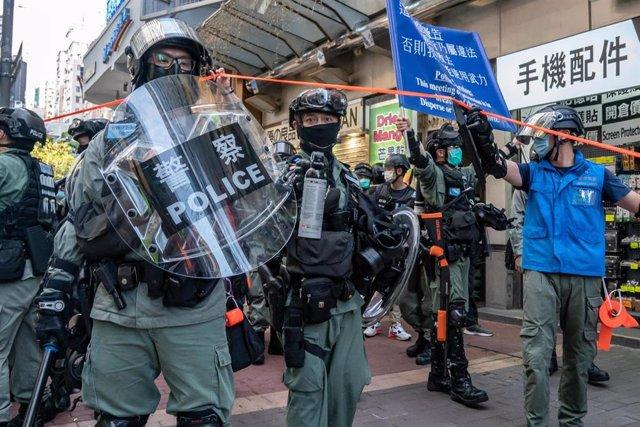 Policías antidisturbios durante una manifestación prodemocrática en Hong Kong