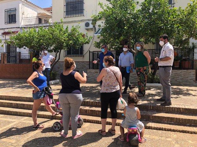 Comienza la renovación del colector principal de la barriada Pablo VI en la calle Betania de Alcalá de Guadaíra (Sevilla)
