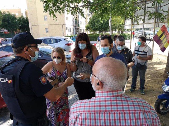 Ediles de Adelante Sevilla critican que la Policía, previa identificación, les ha impedido acercarse hasta el centro cívico Esqueleto