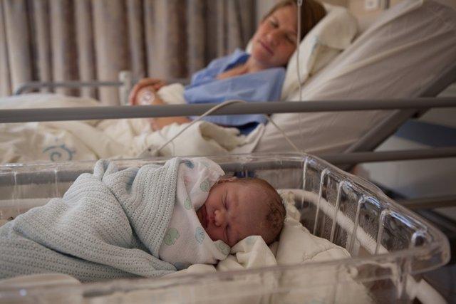 Parto, bebé, nacimiento, hospital, entuertos