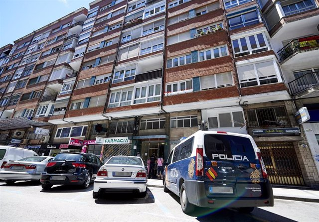 Edificio en cuarentena en Santander afectado por el brote de Covid.