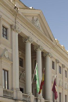 Frontal del ayuntamiento de Cádiz