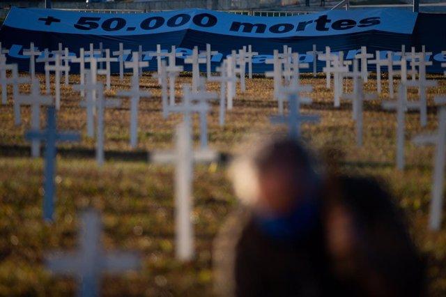 Homenatge a les víctimes mortals del coronavirus a Brasília