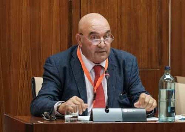 El presidente de AndalucíaEscoop y de Cooperativas Agro-alimentarias, Juan Rafael Leal Rubio, este lunes durante su comparencia en el Parlamento de Andalucía.