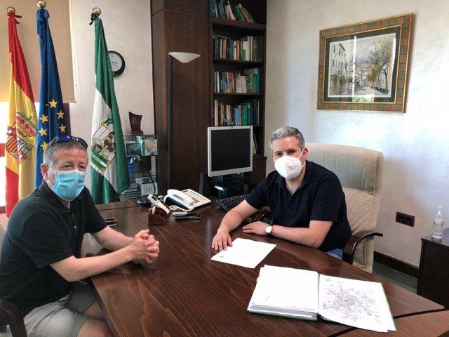 Antonio Sutil y el concejal de Educación del Ayuntamiento de Linares, Rafael Funes.