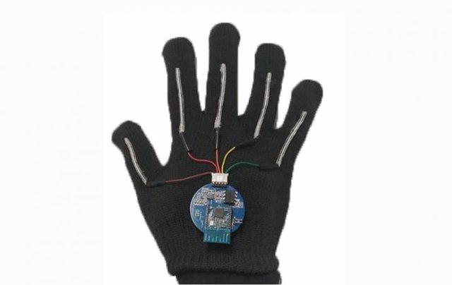 Guante portátil para lenguaje de señas.