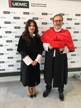 Imelda Rodríguez, en una imagen de archivo junto al exconsejero de Educación de la Junta, Fernando Rey.