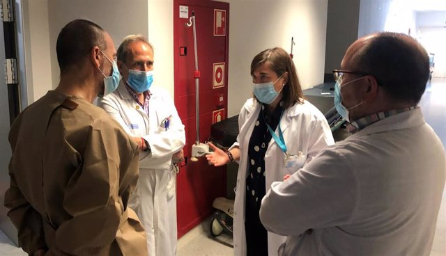 La consejera de Salud, Sara Alba, visita la zona de Urgencias