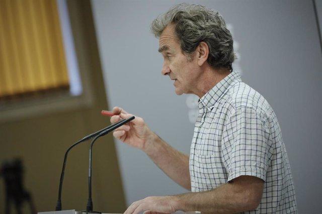 El director del Centro de Coordinación de Alertas y Emergencias Sanitarias (CCAES), Fernando Simón, ofrece la segunda rueda de prensa en el Ministerio de Sanidad desde que terminó el estado de alarma para informar de la evolución de la COVID-19.
