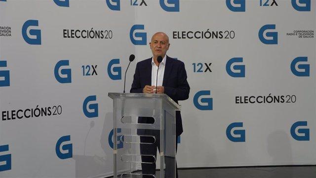 El candidato a la Presidencia de la Xunta de Marea Galeguista, Pancho Casal, llega al debate televisivo a siete organizado por la radiotelevisión gallega (CRTVG), el único debate electoral programado en la campaña