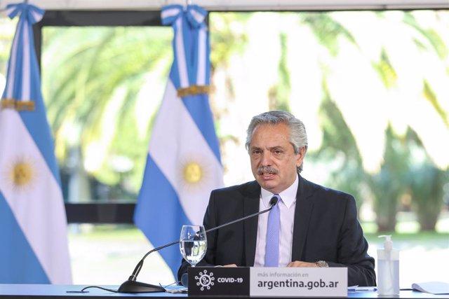Coronavirus.- La actividad económica de Argentina se hunde un 26,4% en abril por
