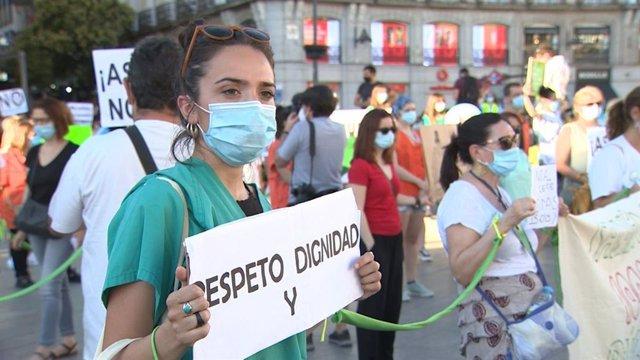 Concentración de 'Sanitarios Necesarios' en la Puerta del Sol de Madrid.