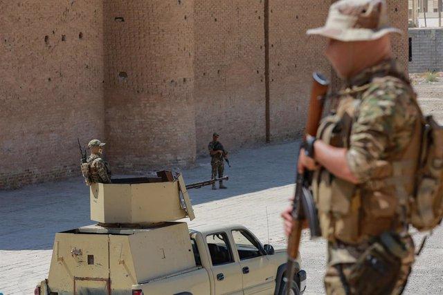 Miembros de Saraya al Salam, una de las milicias integradas en las Fuerzas de Movilización Popular (FMP), que apoyan al Gobierno de Irak y reciben apoyo de Irán