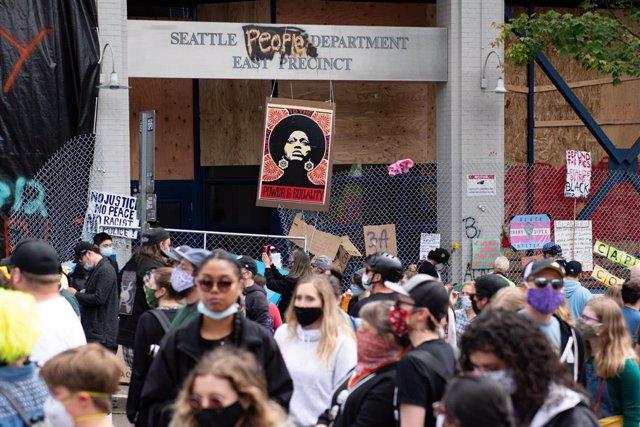 EEUU.- Un muerto en un nuevo tiroteo en la zona de protesta del centro de Seattl