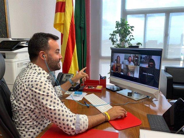 El president de l'ACM i alcalde de Deltebre (Tarragona), Lluís Soler, durant l'acte de signatura de l'acord amb la Genrealitat per impulsar polítiques d'igualtat de gènere.