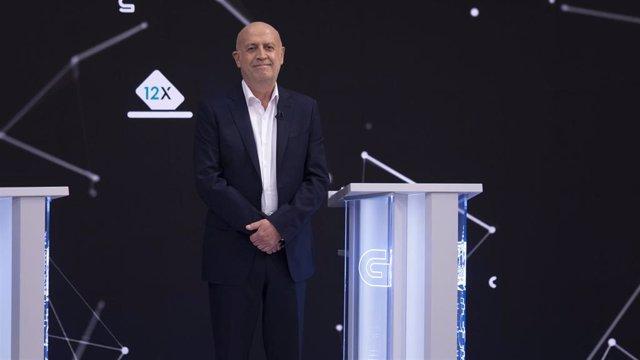 El candidato a la Presidencia de la Xunta de Marea Galeguista, Pancho Casal, en el debate televisivo a siete organizado por la radiotelevisión gallega (CRTVG), el único debate electoral programado en la campaña