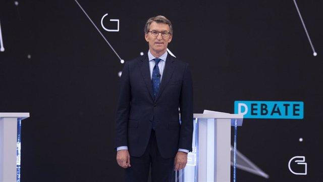 El presidente de la Xunta de Galicia y candidato a la reelección por el PP, Alberto Núñez Feijóo, en el debate televisivo a siete