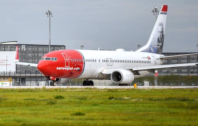 FILED - 12 September 2017, Brandenburg, Schoenefeld: A passenger aircraft of the Norwegian airline Norwegian Air takes off from Berlin Brandenburg Airport Willy Brandt (BER). Grounding the Boeing 737 MAX 8 jets in its fleet because of safety worries contr