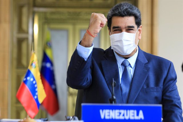 HANDOUT - 10 June 2020, Venezuela, Caracas: Venezuelan President Nicolas Maduro raises his fist in victory during a videoconference with representatives of the Bolivarian Alliance for America. Photo: Jhonn Zerpa/Prensa Miraflores/dpa - ACHTUNG: Nur zur re