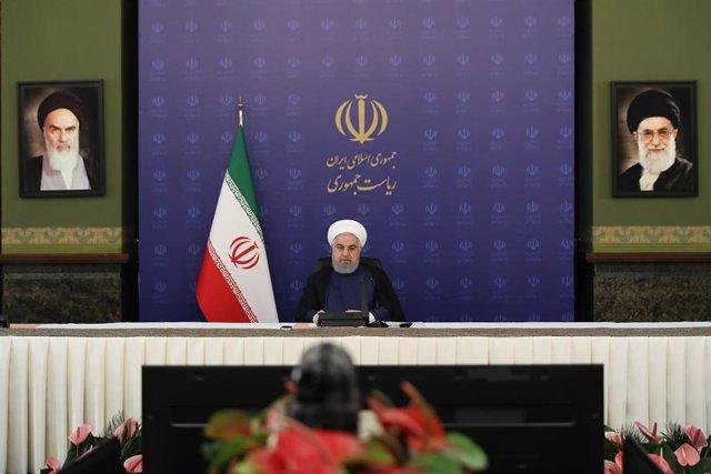 Hasán Rohani preside una reunión en Teherán