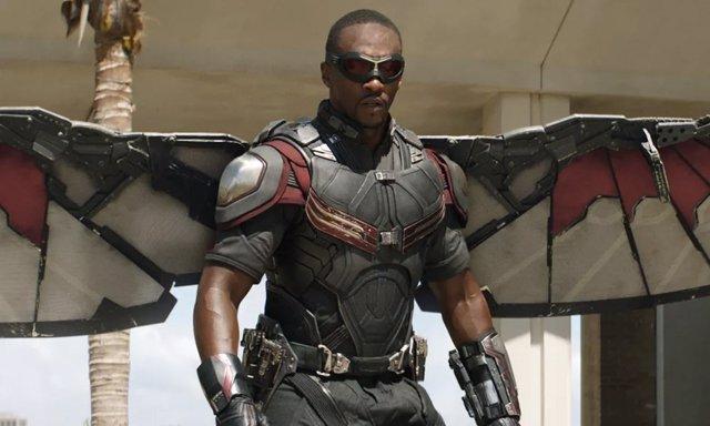Anthony Mackie es Falcon en el Universo Cinematográfico Marvel